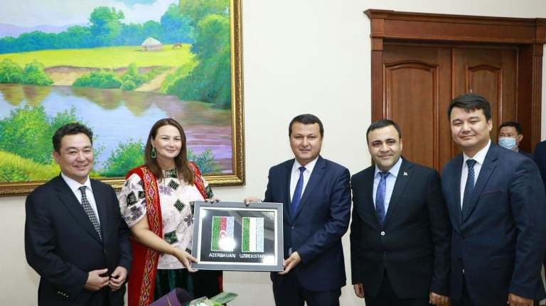 Ministrler Keńesi Baslıǵı Ázerbayjan delegaciyası aǵzaların qabıl etti